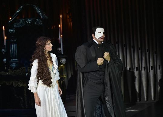 Tady má ještě Fantom masku.