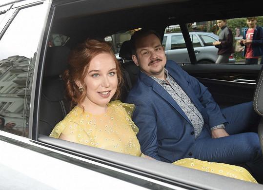 Alena s přítelem Mírou Helzlem dorazili limuzínou.
