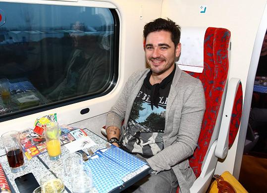 Vojta vyrazil do Tater vlakem.