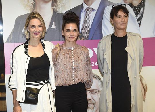 S Bárou Polákovou a Lenkou Vlasákovou (vpravo), která hraje její maminku.