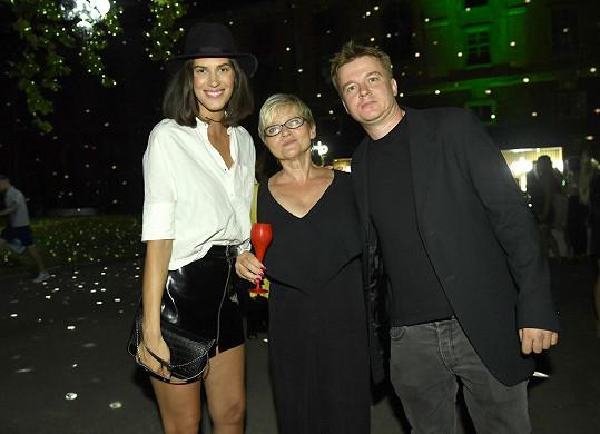 Na přehlídku dorazil modelčin partner Petr Kolečko s maminkou.