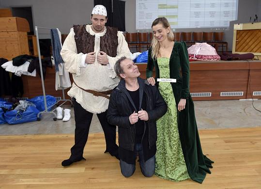 Ivana jako Fiona se Shrekem Radimem Schwabem a lordem Farquaadem Viktorem Dykem.
