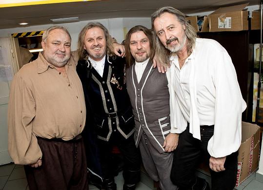 Pepa jako d´Artagnan s dalšími mušketýry Václavem Svobodou, Petrem Kolářem a Oldřichem Křížem.