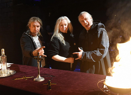 Pavla Forest (uprostřed)je autorkou scénáře a libreta