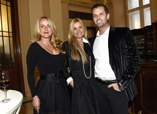 Vendula zapředla hovor s podnikatelkou Tamarou Kotvalovou a jejím partnerem Romanem Hajabáčem.
