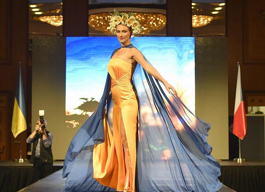 Je jednou z oblíbených modelek návrhářky Natali Ruden.