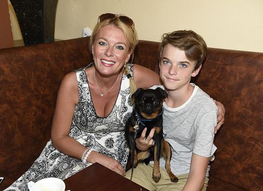 Lucie se synem Štěpánem a psíkem Otíkem