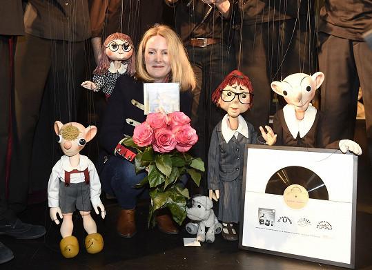 Na tiskové konferenci Divadla S+H bylo mimo jiné slavnostně pokřtěno nové CD Hurvínkův gramofon. Herečka se ve společnosti loutek náramně bavila.