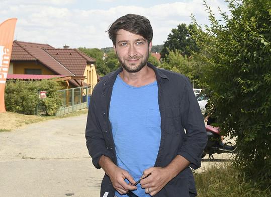 Marek Němec měl od natáčení Sestřiček pauzu, ale jeho postava se znovu vrátila do děje.