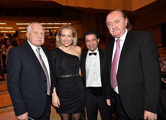 Tereza s partnerem Františkem Janečkem a exprezidentem Václavem Klausem