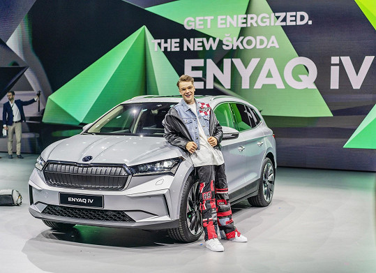 Mikolas vyrazil na premiéru nového elektro auta.