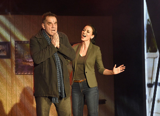 Adéla hraje policistku, kolegyni Miroslava Etzlera.