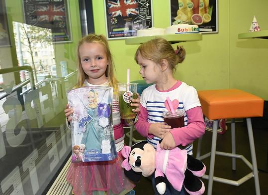 Claudinka dostala svoji vysněnou zpívající postavičku Elza z pohádky Frozen, Eliška si přála plyšovou Minnie, ale vypadalo to, že Elzu bude muset Míša také dokoupit...