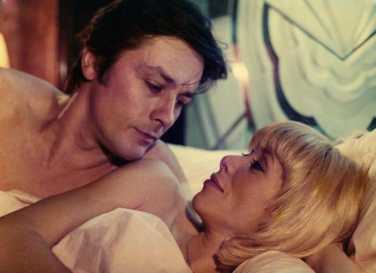 Mireille Darc a Alain Delon ve filmu Uspěchaný muž (1977)