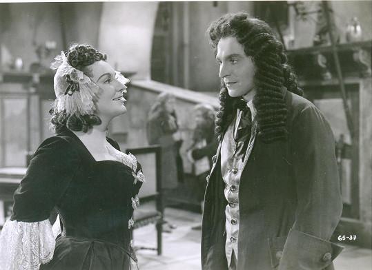 Se svým nejčastějším filmovým partnerem Gustavem Nezvalem byli milenci i v soukromí. Potkali se i v komedii Počestné paní pardubické (1944).