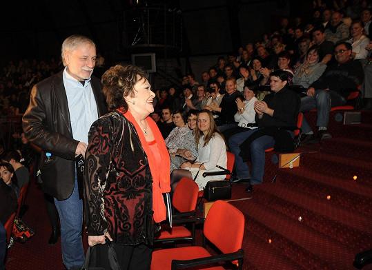 Dříve než muzikálovým hercům publikum tleskalo jí.