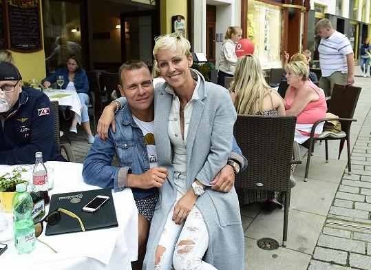 Zuzana s manželem Vlastou Hájkem vyrazili na výlet na festival do Karlových Varů.