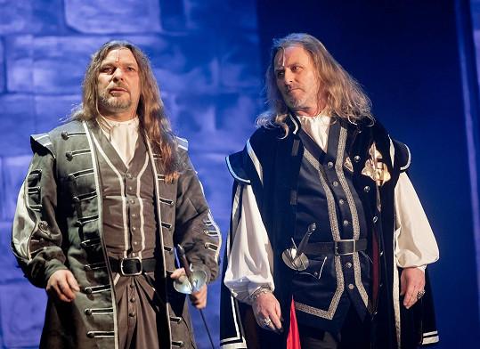 S Petrem Kolářem se kdysi alternovali v roli Athose. Ta zůstala Petrovi.