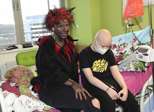 Vendula v motolské nemocnici potěšila děti.
