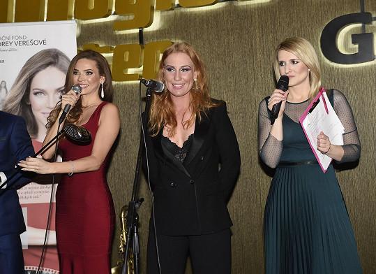 Výtěžek z dražby kalendáře, kterou vedla moderátorka Lenka Špillarová, putoval nadaci Andrey Verešové.