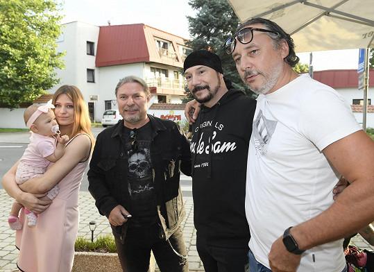 S muzikálovými kolegy Petrem Kolářem a Marianem Vojtkem.