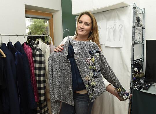 Dominika společně s maminkou Jaroslavou navrhuje novou kolekci.