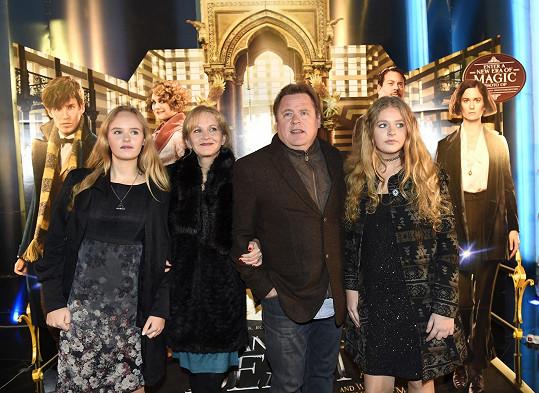 Koptovi vyrazili na premiéru hlavně kvůli svým dcerám Františce a Janě.