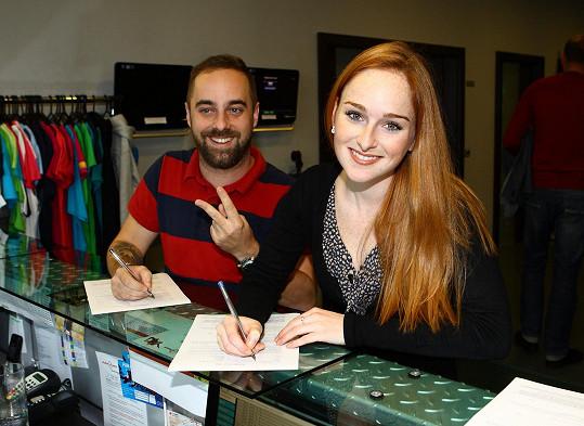 Tereza Vágnerová s Petrem Kutheilem museli podepsat vstupní protokol.