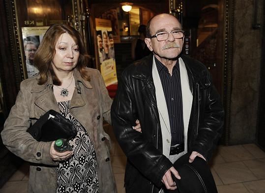 O písničky do filmu se postaral Jaroslav Uhlíř.