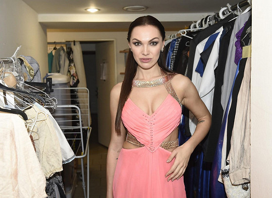 Kamila si vzala šaty ve stylu Kleopatry.