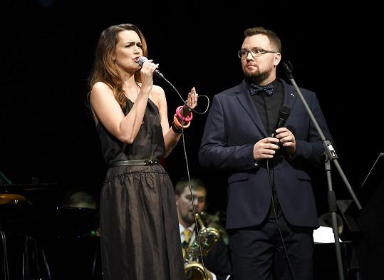Při duetu ji doprovodil Petr Sovič.