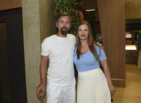 Kristýna Leichtová a Jan Dolanský si v seriálu 1. MISE zahrají manželský pár.