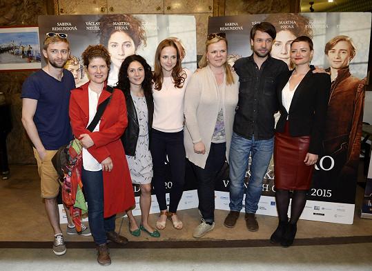 Alice Nellis s herci a členy štábu