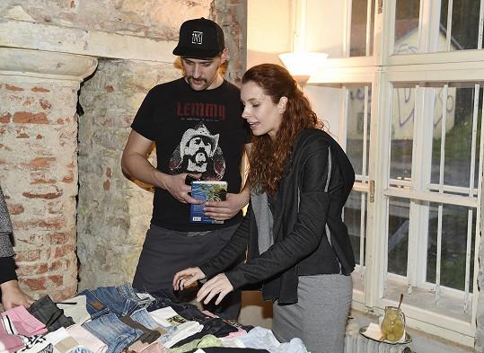 Denisa Nesvačilová s přítelem Honzou v lednu na charitativní akci