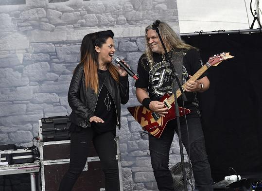 Lucie Bílá začínala v 80. letech s Arakainem. S kapelou si občas zahraje i dnes.