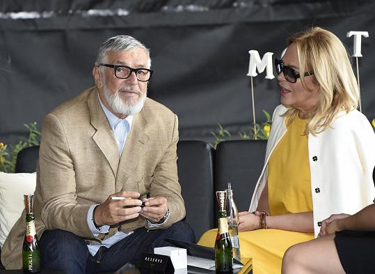 Část dne strávila s prezidentem festivalu Jiřím Bartoškou.