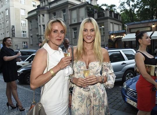 Na party se Vendula potkala s kamarádkou Katku Průšovou.