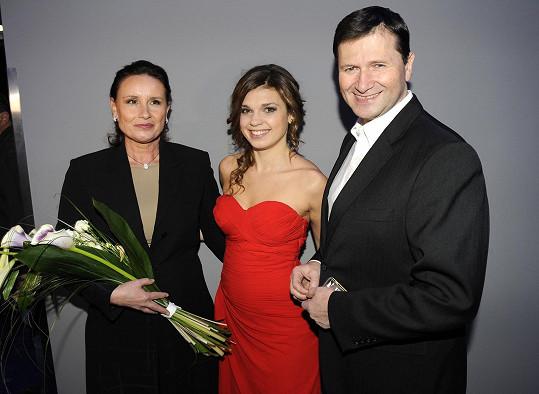 Herec se svou pohádkovou dcerou a manželkou, tedy s herečkami Denisou Pfauserovou a Martinou Bezouškovou