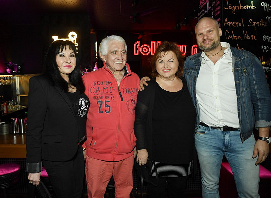 S kolegyněmi Dádou Patrasovou a Hankou Křížkovou si vyšel na křest desky zpěváka Radima Flendera.