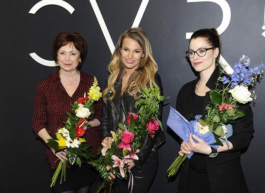 Ilona s Hanou Holišovou a Petrou Svoboda na otevření Czech Designers Fashion Cafe Lounge.