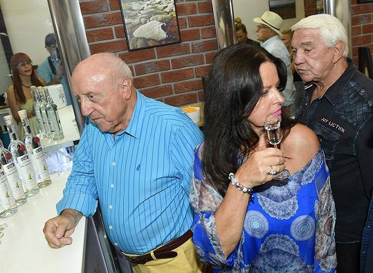 Jiří na párty s Felixem Slováčkem a Adrienou Sobotovou