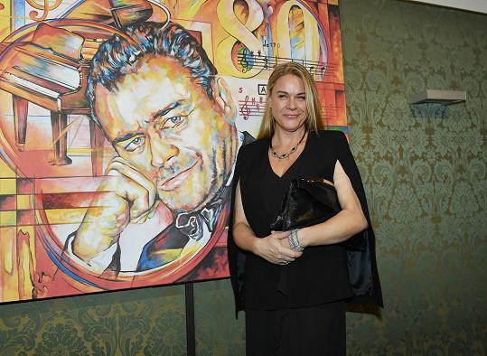 Jana Wallace Svobodová navštívila Prahu, když se v Hudebním divadle v Karlíně pořádal narozeninový koncert na památku jejího zesnulého otce.