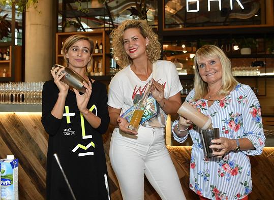 Ivana Jirešová, Kateřina Sedláková a Regina Řandová otvíraly novou restauraci v pražském Karlíně.