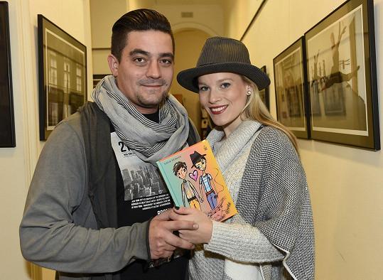 Zde s knihou a přítelem Sašou Sopkou