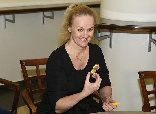 Spolu s kolegy z divadla si nazdobila perníčky. Domácí přípravu cukroví zatím nestíhá.