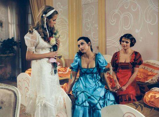 Simona s Veronikou Freimanovou a Ivanou Andrlovou v pohádce České televize Tři princezny tanečnice (1984)