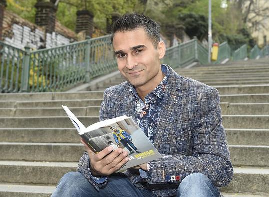 Radek Banga sepsal knihu, kde vzpomíná na svoje hrůzné dětství.
