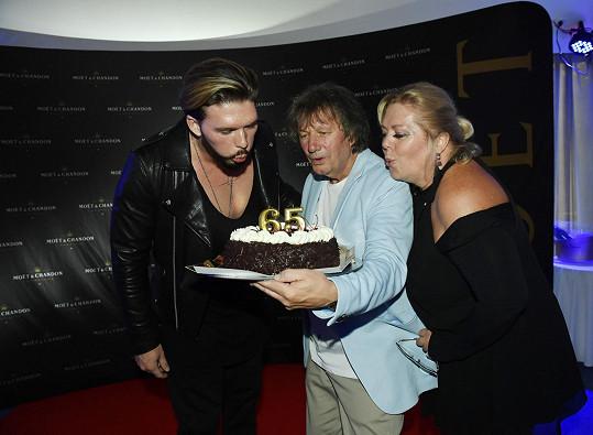 Dostal i narozeninový dort.