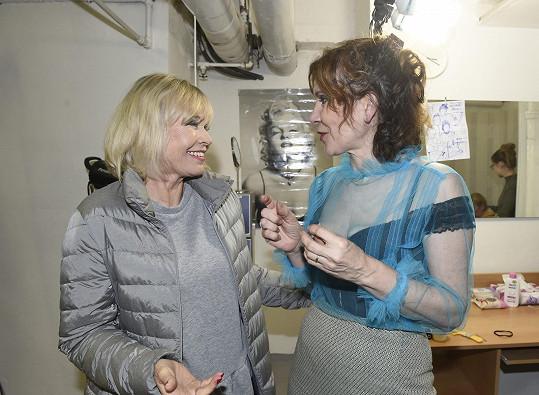 Už v civilu s Míšou Dolinovou, která dává představení dohromady.