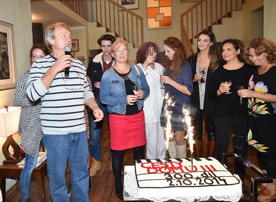 Ten se rozdával na oslavě natáčení 300. dílu seriálu Cesty domů.